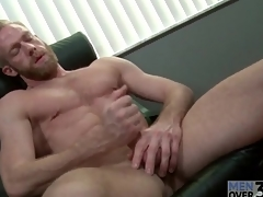 Bearded guy relative to insanely sexy abs jerks off