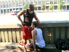 Sexy bodybuilder allows his affiliate in along to air make blowjob on along to private road